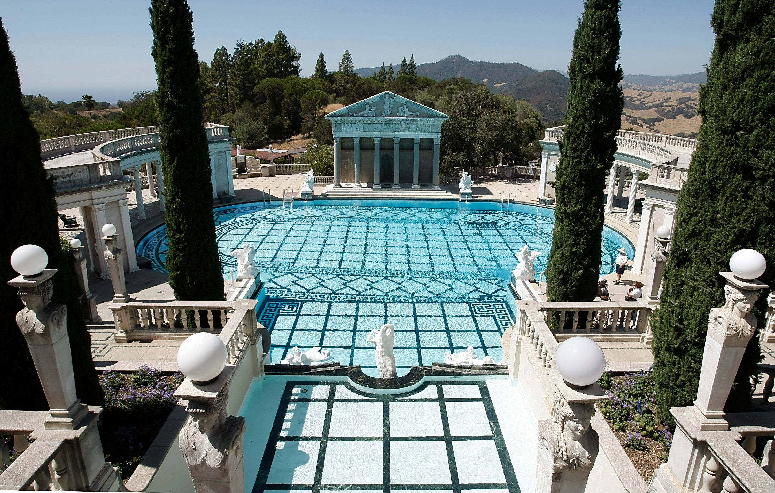 Dive Into The Most Luxurious Pools Of The Rich