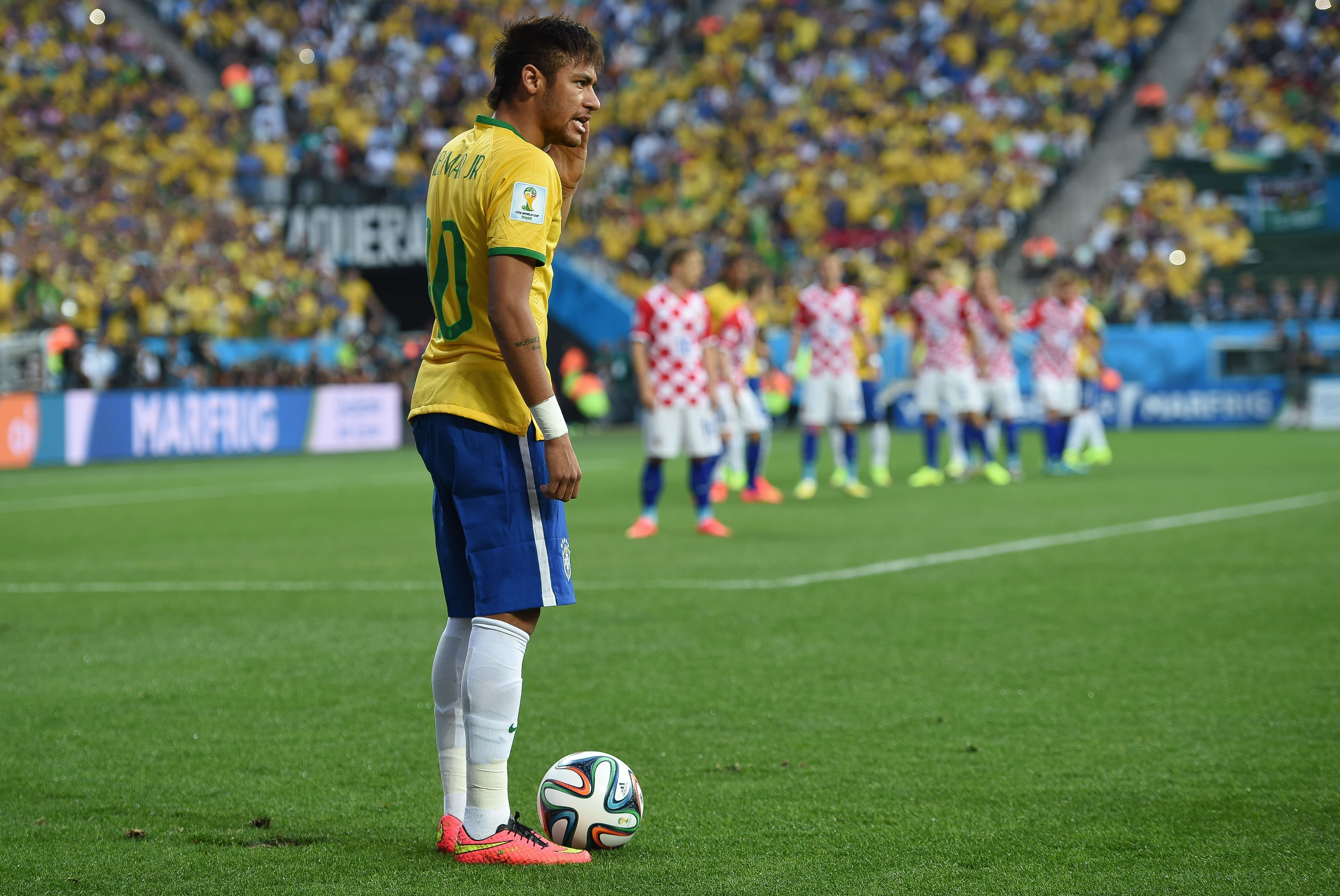 10 of the Best Active Free Kick Takers in Football - TheRichest