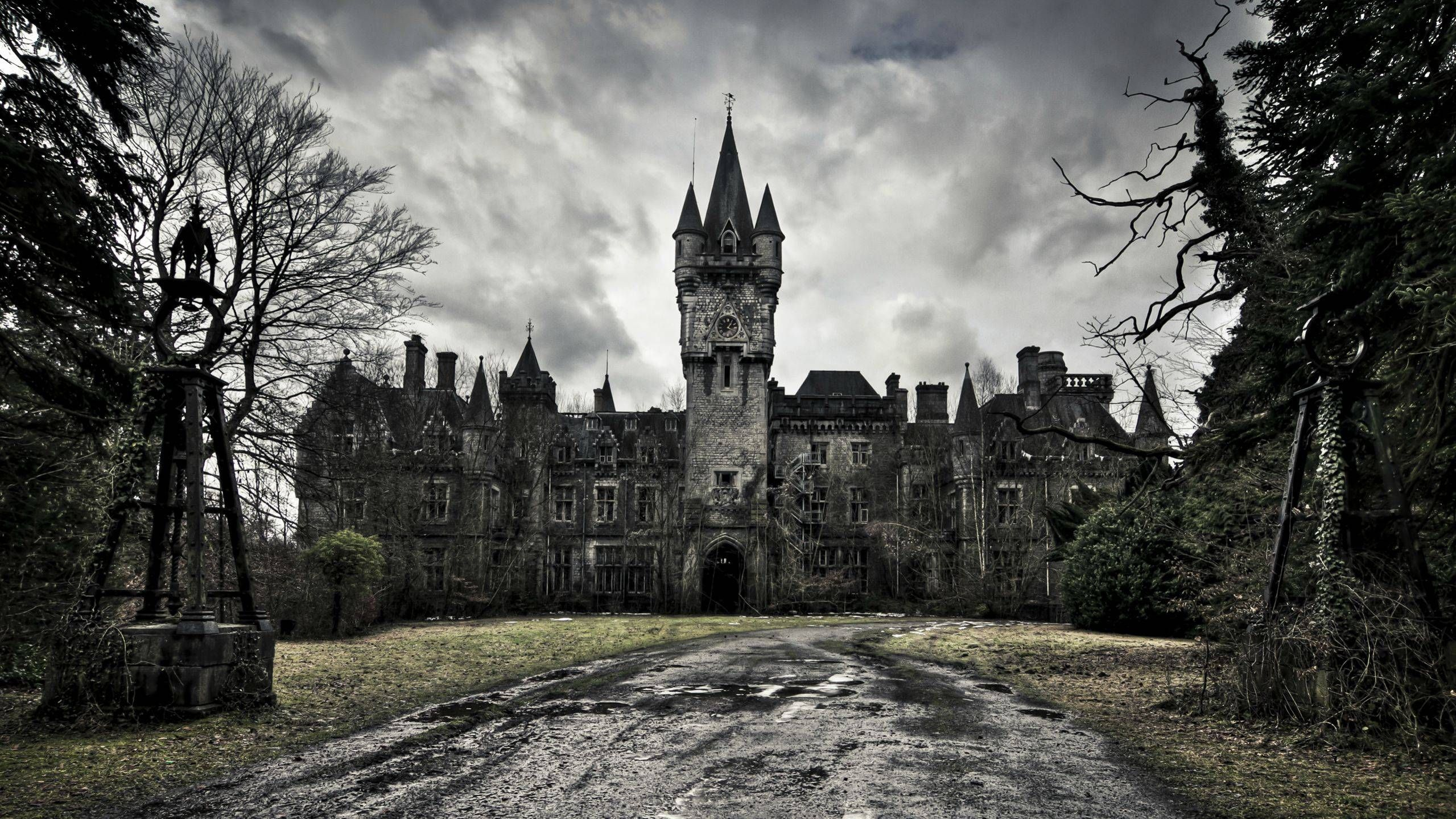The 10 Most Haunted Tourist Attractions Around the World