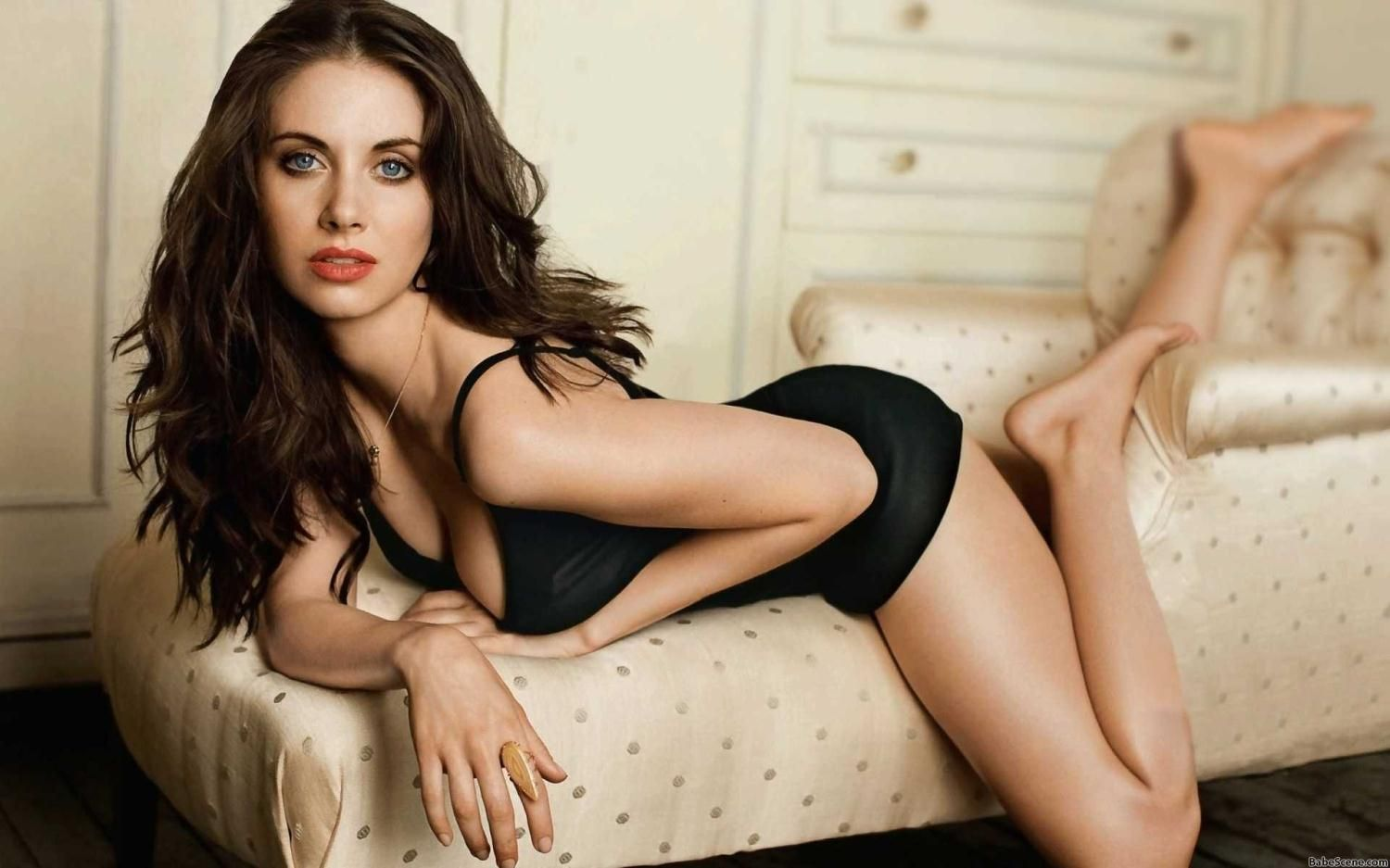 100 Photos of Alison Brie Sexy Pics