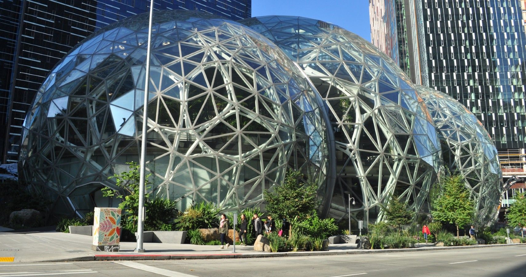 5 Futuristic Tech We Can Expect In Amazon's City Of The Future